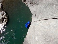 Canyoning pour nager, sauter, passer des toboggans, tyroliennes et rappels dans la Rivière Langevin à Saint-Joseph et dans les ravines des cirques de Cilaos, Salazie, et Mafate.